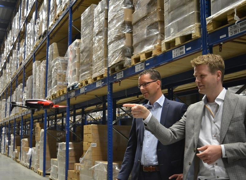Koopman Cargo in Hoogezand telt voorraad met drone